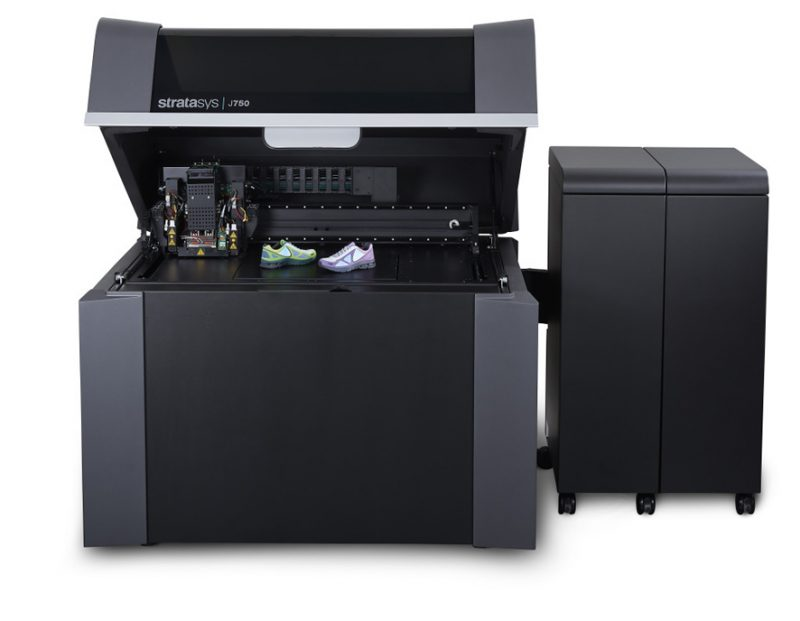 Фото 3D принтера Stratasys J750 3