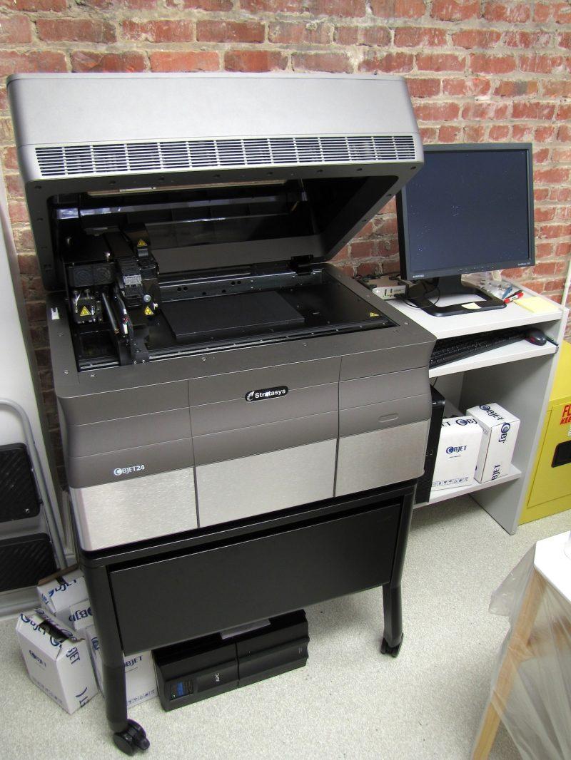 Фото 3D принтера Stratasys Objet 24 5