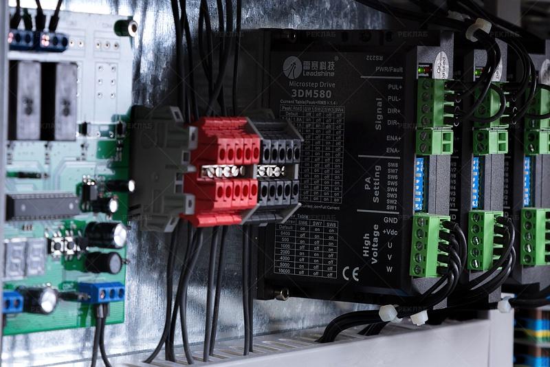Фото лазерного станка Raylogic V12 1310 light 7