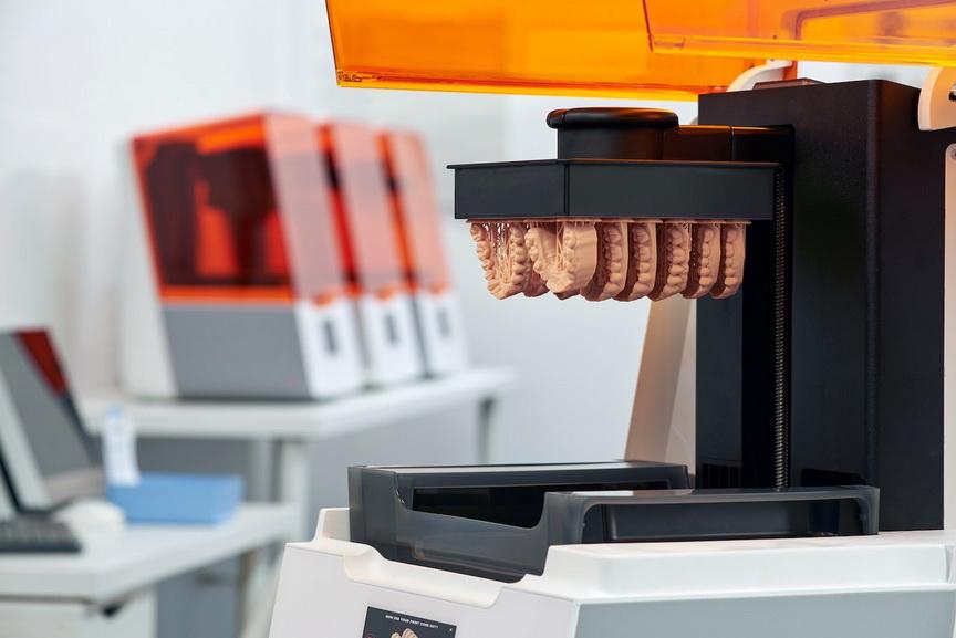 Фото 3D принтера Formlabs Form 3B 4